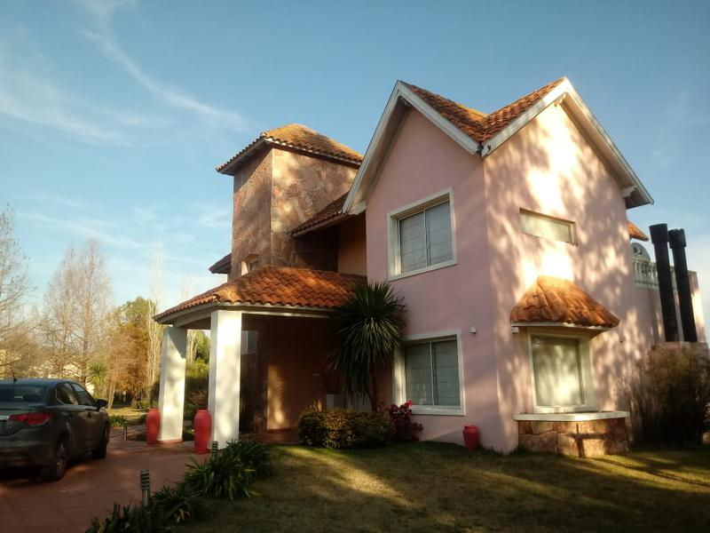Foto Casa en Alquiler en  El Lauquen,  Countries/B.Cerrado  Alquiler - Casa con vista a la laguna en El Lauquen