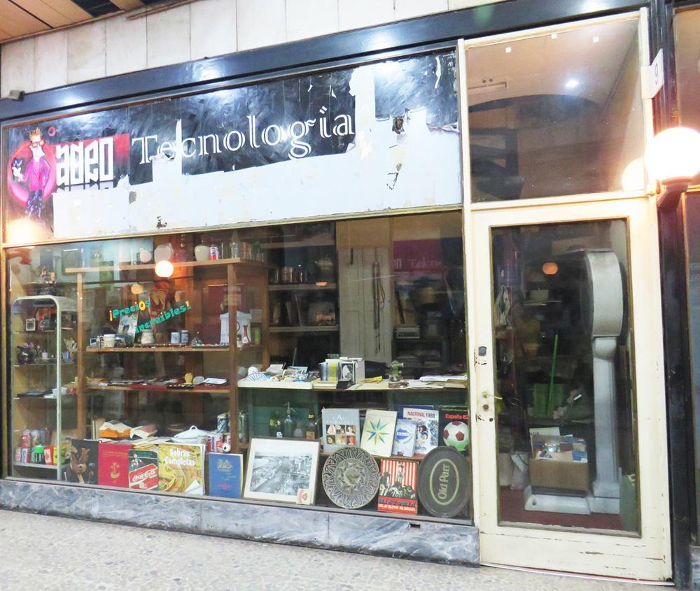 Foto Local en Venta en  Centro (Montevideo),  Montevideo  Dirección 18 de Julio al 900