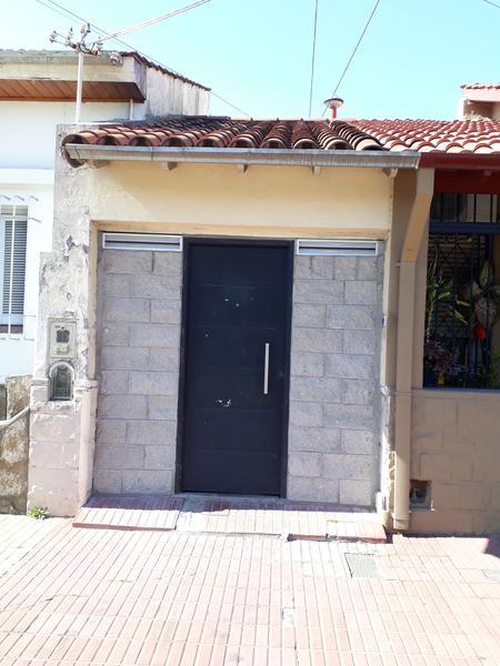 Foto Casa en Alquiler en  Lomas de Zamora Oeste,  Lomas De Zamora  ALVAREZ THOMAS al 100