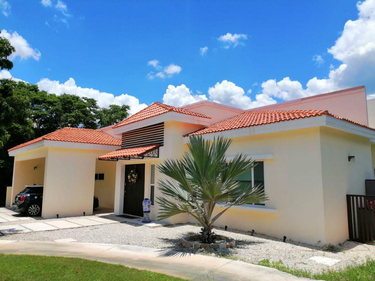 Foto Casa en Renta en  Yucatán Country Club,  Mérida  En venta o renta  residencia de 3 dormitorios en el Yucatán Country Club al norte de Mérida, Yuc., Méx.