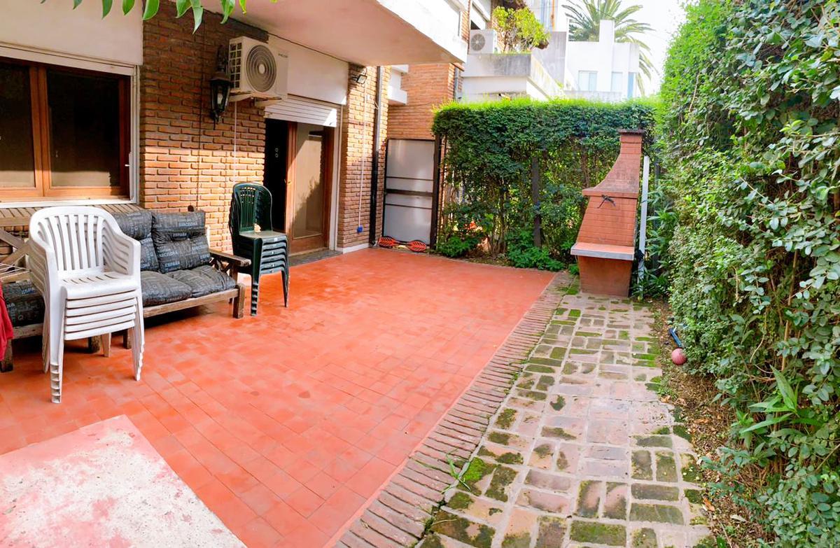 Foto Casa en Venta en  Beccar,  San Isidro  roma al 1300 - Excelente estado - 3 amb con patio y cochera