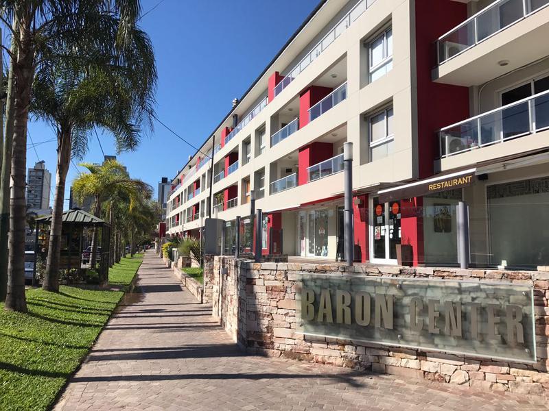 Foto Cochera en Venta en  Lomas De Zamora ,  G.B.A. Zona Sur  Colombres 774 Baron Center Cochera en alquiler