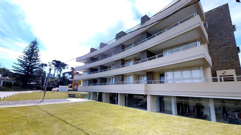 Foto Departamento en Venta en  Playa Mansa,  Punta del Este  Apartamento en la Mansa con Servicio