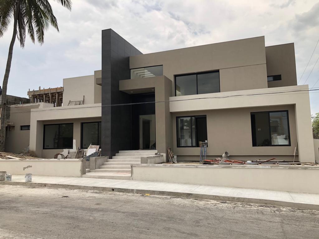 Foto Casa en Venta en  Tampico ,  Tamaulipas  PROPIEDAD RESIDENCIAL DE LUJO COL. PETROLERA