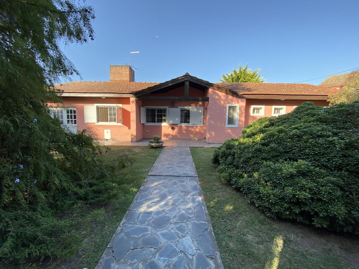 Foto Casa en Venta en  Villa Elisa,  La Plata  Venta Casa 3 Dormitorios en Villa Elisa con Amplio Parque