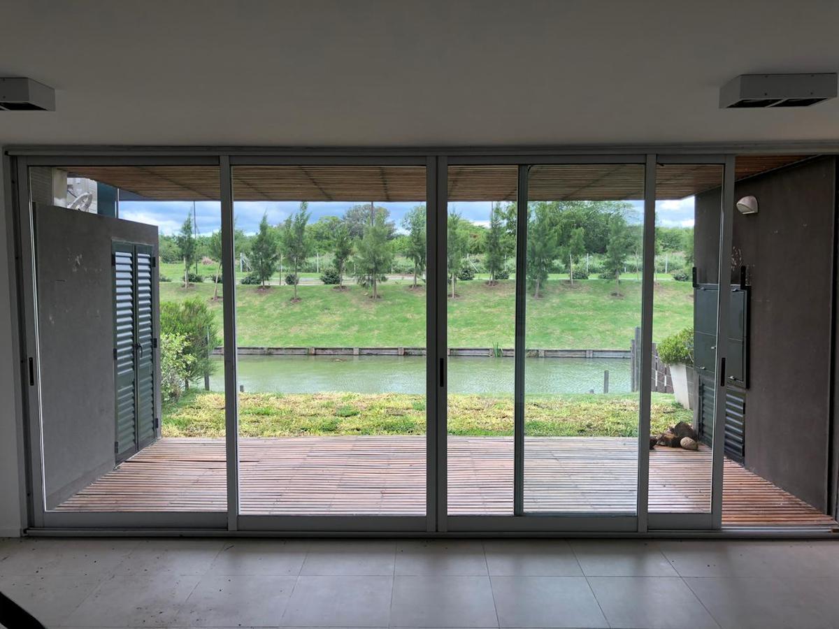 Foto Casa en Venta en  La Mansa,  Islas del Golf  La Mansa, Islas del Golf. Departamento en planta baja con jardin 3 dormitorios garaje doble.