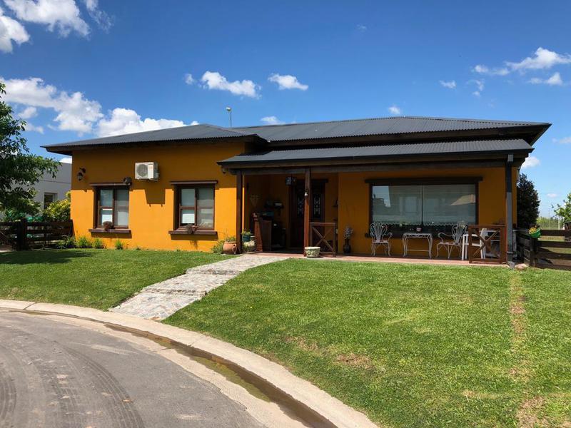 Foto Casa en Venta en  La Horqueta de Echeverría,  Countries/B.Cerrado  Juana de Arco al 6100