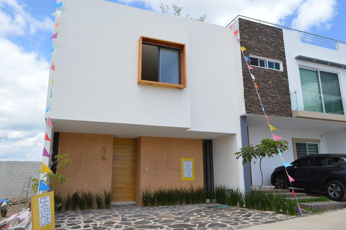 Foto Casa en Venta en  Fraccionamiento Valle Imperial,  Zapopan  Coto Avellano 56