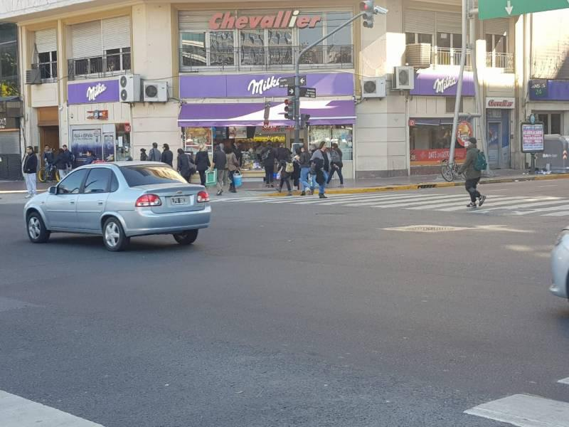 Foto Local en Alquiler en  Barrio Norte ,  Capital Federal  Avenida Córdoba  al 1100