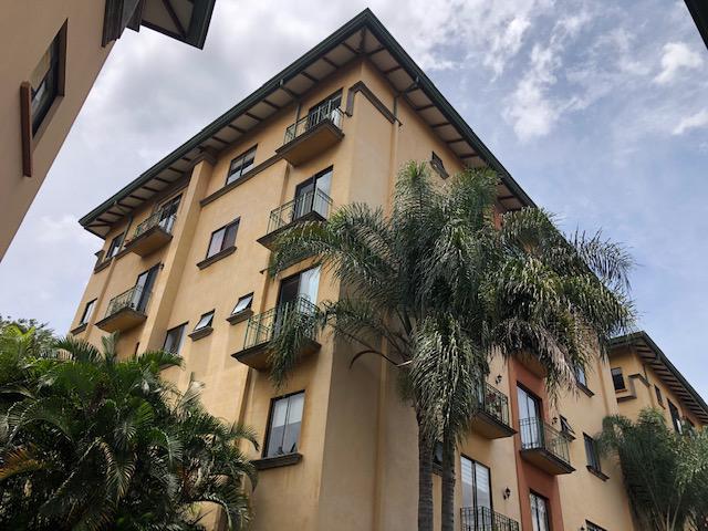 Foto Departamento en Venta en  Bello Horizonte,  Escazu  Escazú / Apartamento de 2 Habitaciones/ Amplio / Seguridad / Piscina