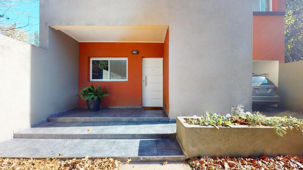 Foto Casa en Venta    en  City Bell,  La Plata  448 entre 21D y Cortada - City Bell