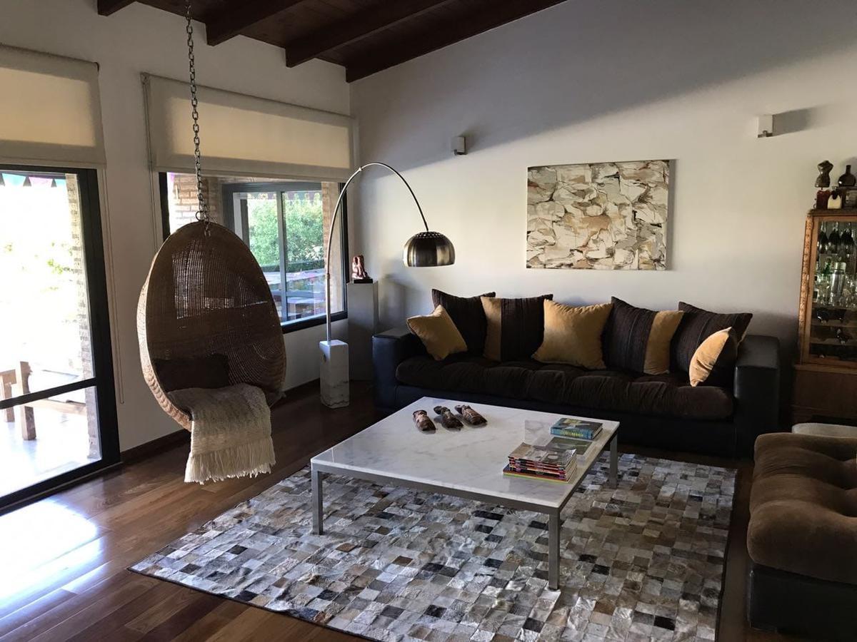 Foto Casa en Venta en  San Isidro,  Villa Allende  Av Padre Luchesse Km 2