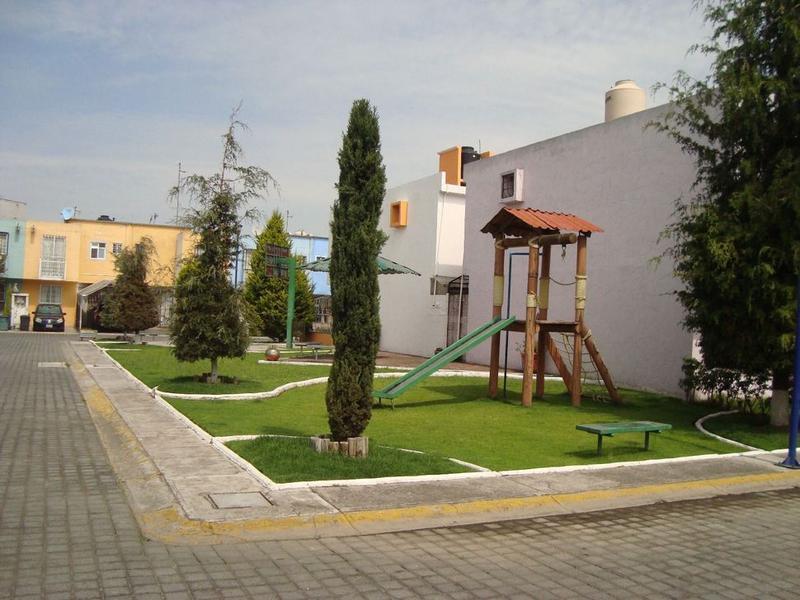 Foto Casa en condominio en Venta |  en  La Bomba,  Lerma  CASA EN VENTA  LERMA, CEDROS 4000, EN TRES NIVELES