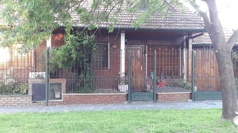 Foto Casa en Venta en  Temperley Oeste,  Temperley  HUERGO al 100
