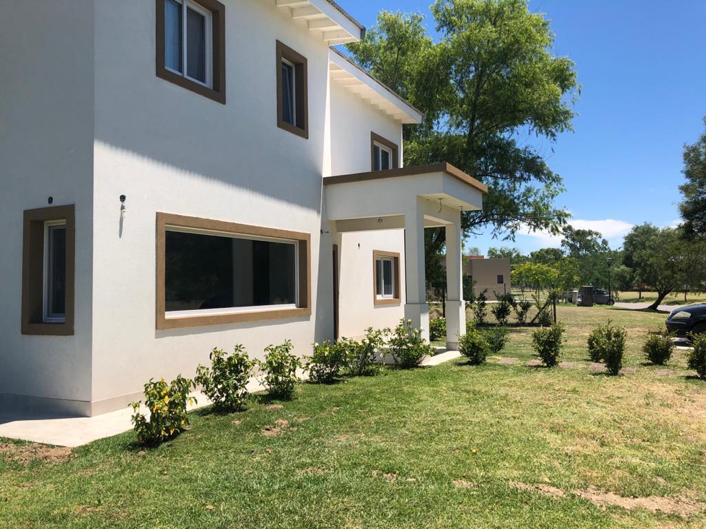 Foto Casa en Venta en  Escobar ,  G.B.A. Zona Norte  Venta casa a la laguna en el Barrio  Norte El Cantón Puertos Escobar