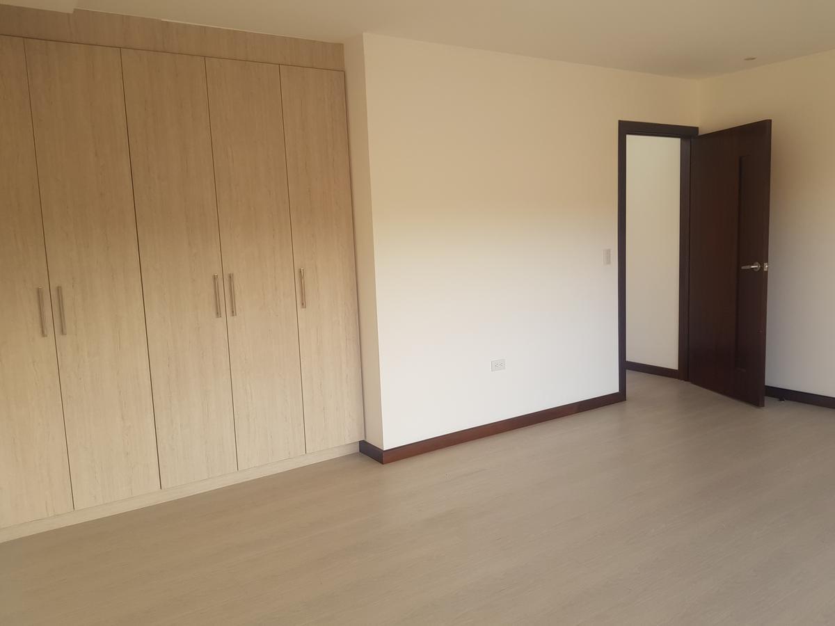 Picture Apartment in Sale in  Cuenca ,  Azuay  Gran Colombia