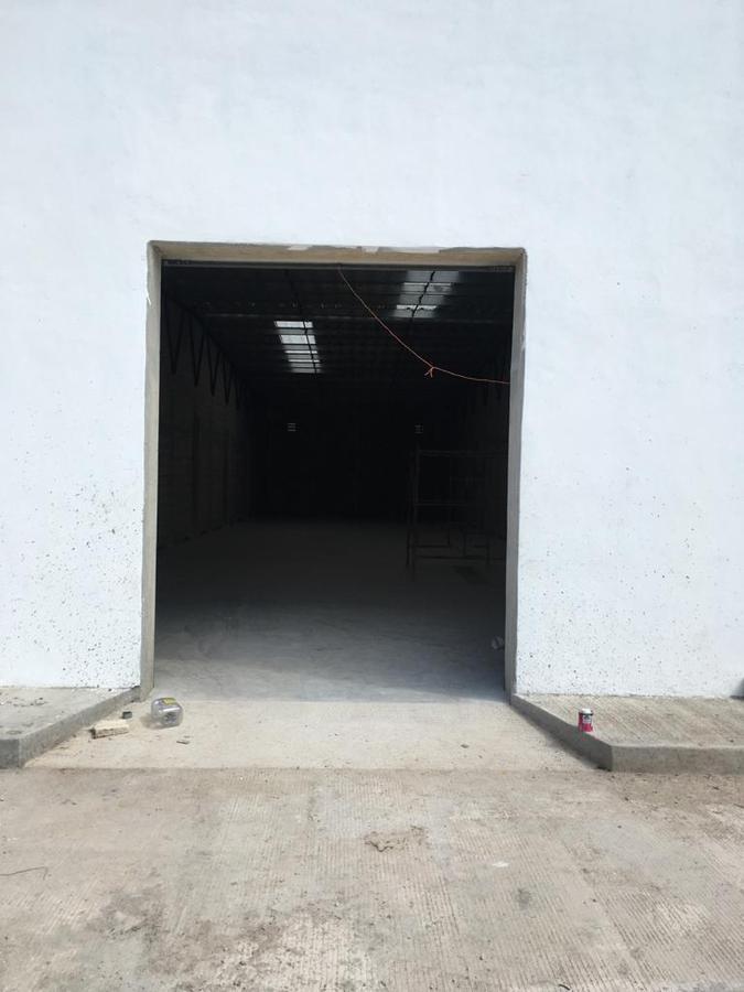Foto Bodega Industrial en Renta en  Pueblo Tixcacal Opichen,  Mérida  Bodega Industrial 240m²,  1/2 baño, con anden de descarga común, internet(se contrata por separado), cámaras de seguridad y acceso por el Periférico las 24 horas