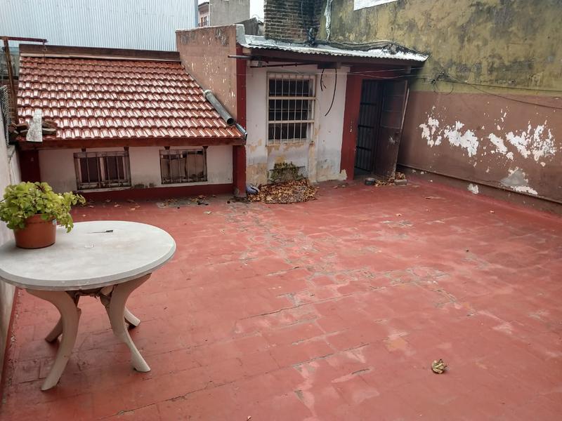 Foto Casa en Venta en  Mataderos ,  Capital Federal  Casa de 3 ambientes en mataderos, zona EII, con patio y terraza, San Pedro al 5500