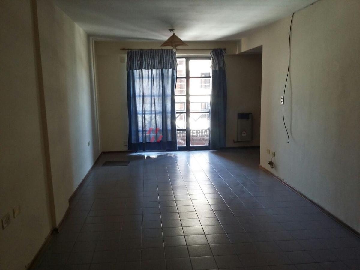 Foto Departamento en Alquiler en  Alberdi,  Cordoba  CASEROS al 900