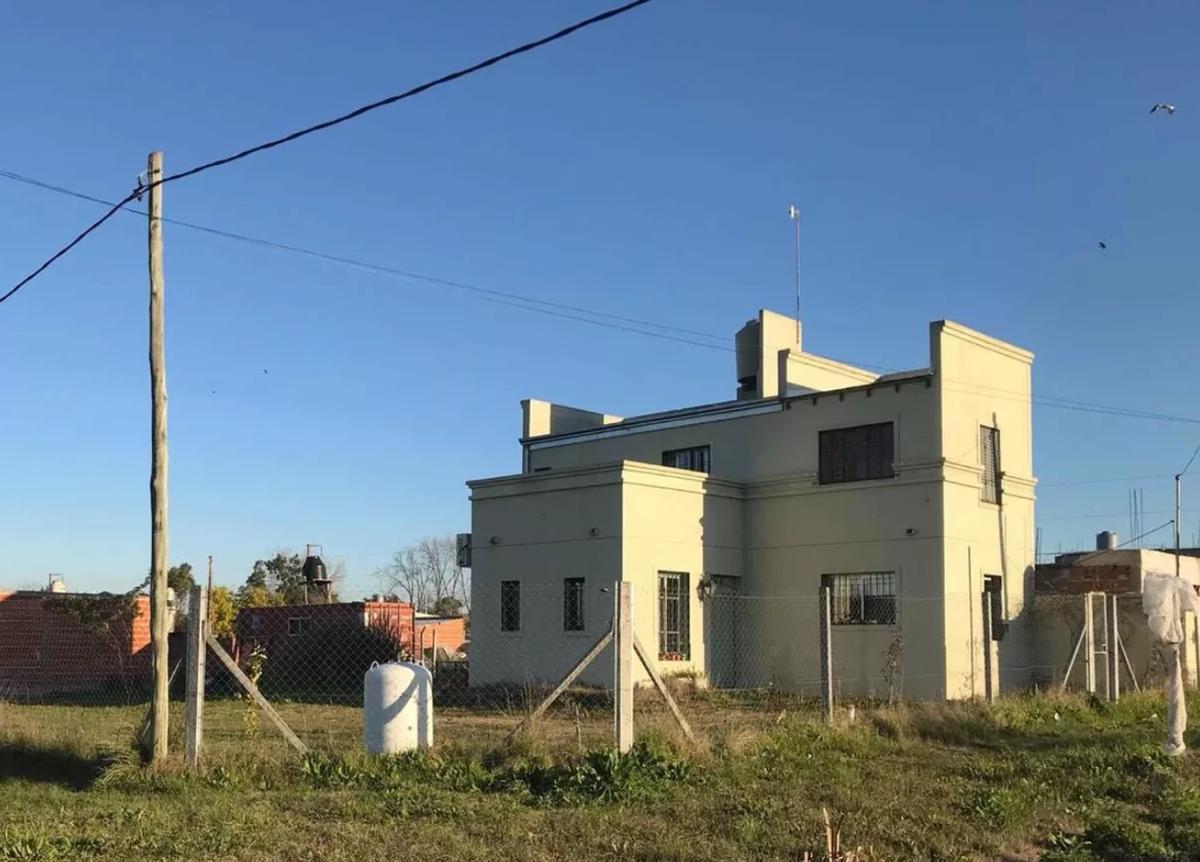 Foto Casa en Venta en  Melchor Romero,  La Plata  37 y 166