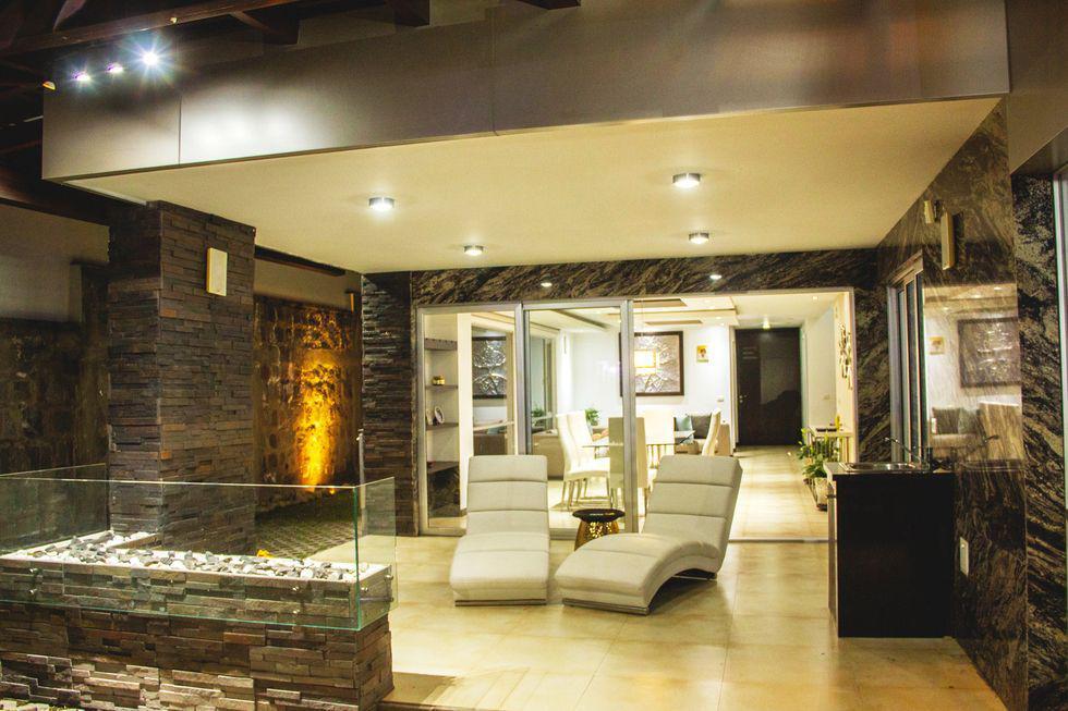 Foto Casa en Venta en  Tumbaco,  Quito  VENTA CASA MODERNA CERCA DE LA RUTA VIVA, CON ESTUDIO Y CUARTO SERVICIO (PR)