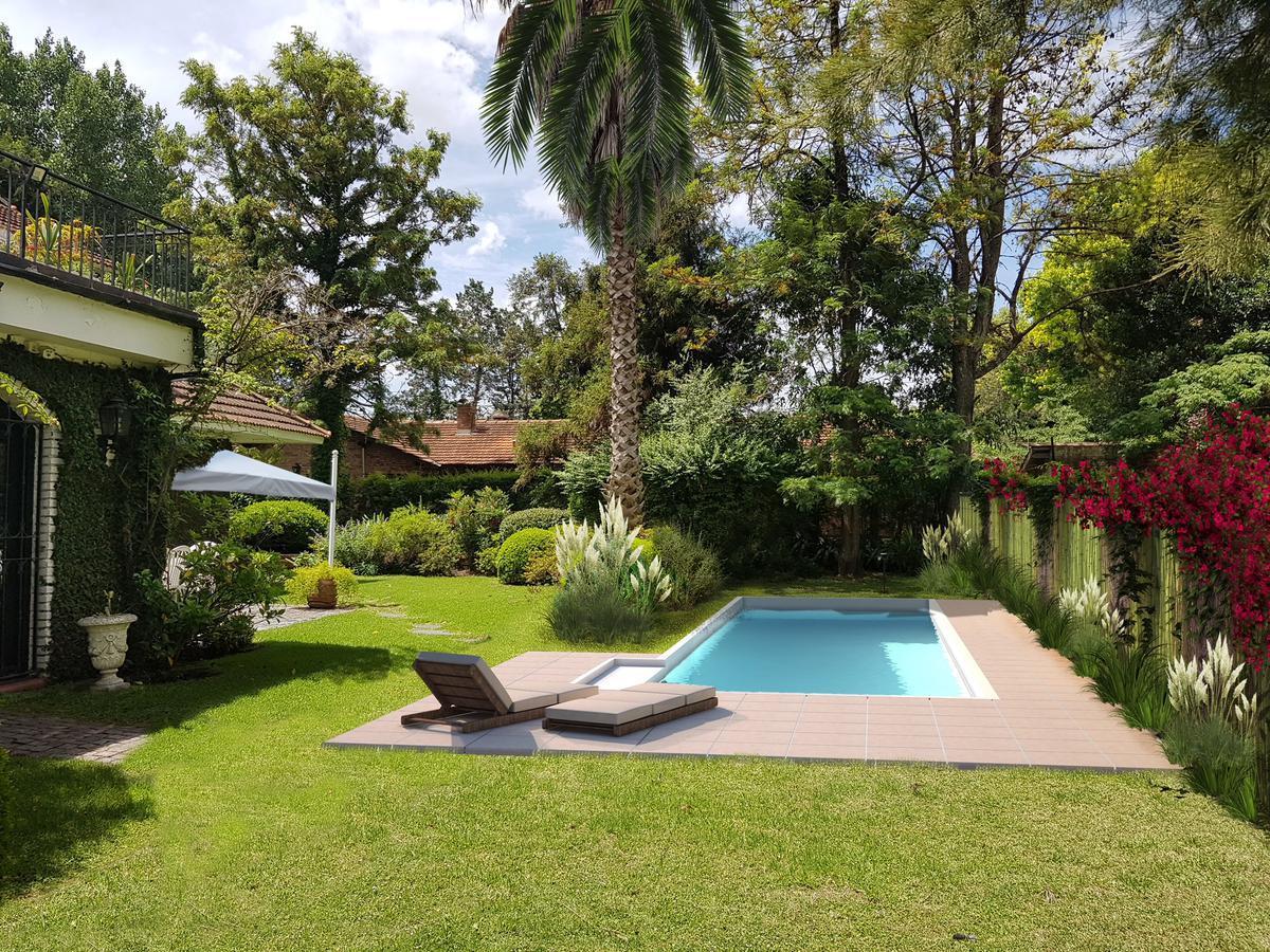 Foto Casa en Venta en  Las Lomas-Santa Rita,  Las Lomas de San Isidro  Carlos Gardel 942