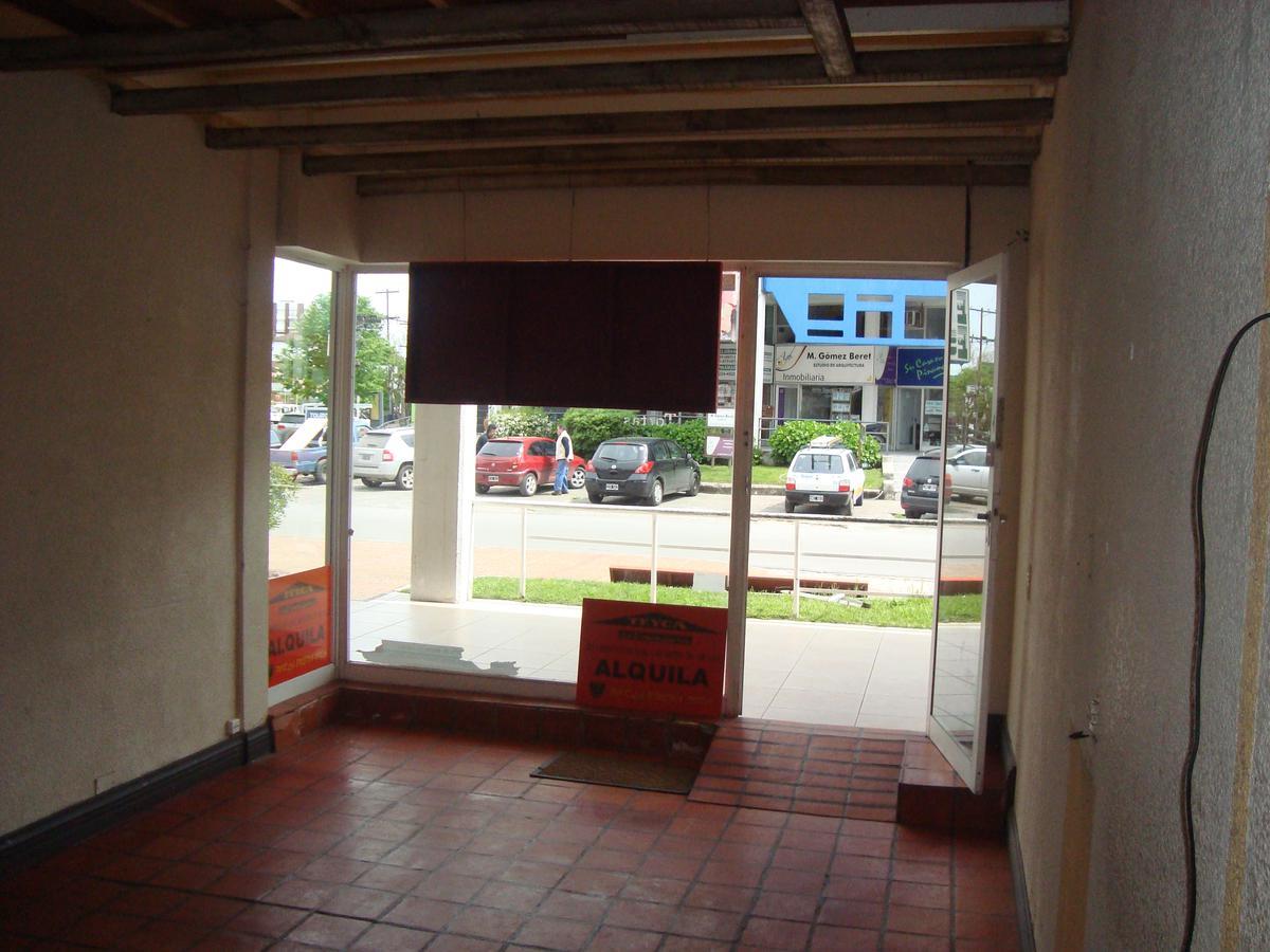 Foto Local en Venta en  Centro,  Pinamar  Av. Libertador 127 E/ Artes y De la Foca