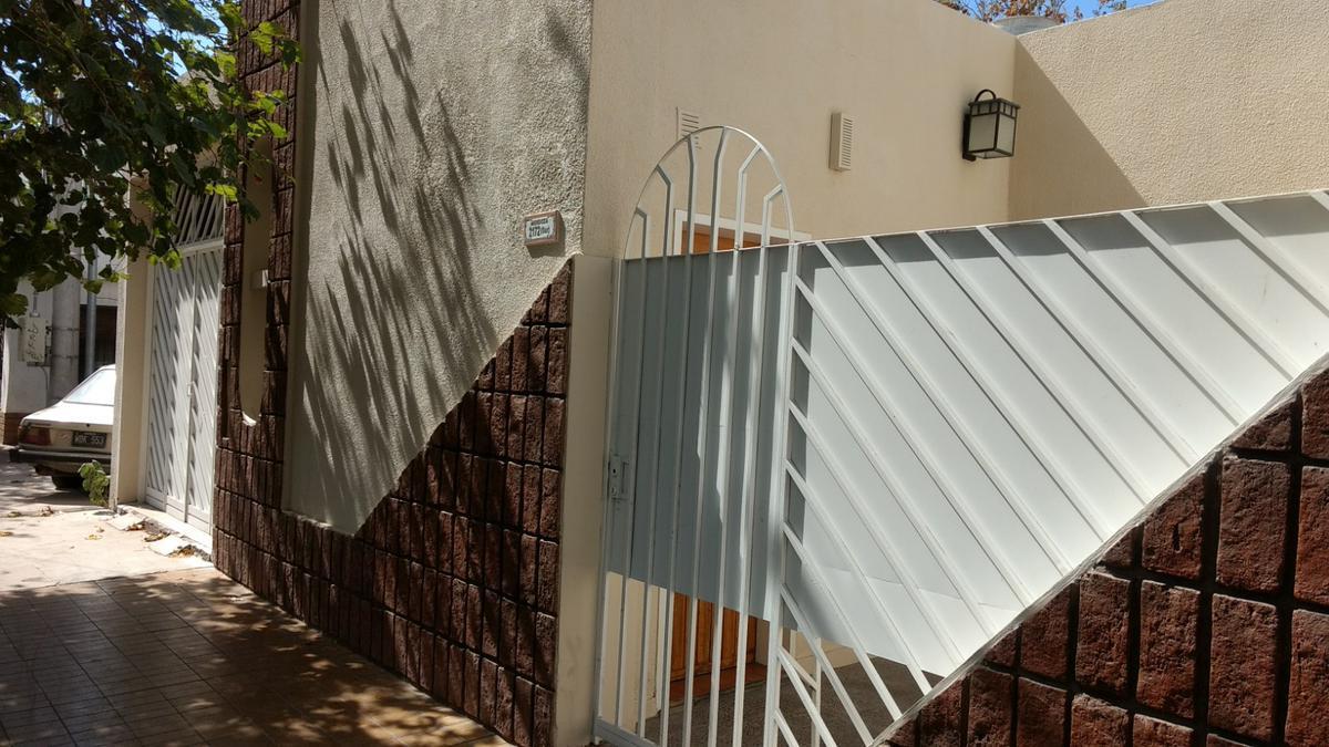 Foto Casa en Venta en  Trinidad,  Capital  Mendoza al 2100