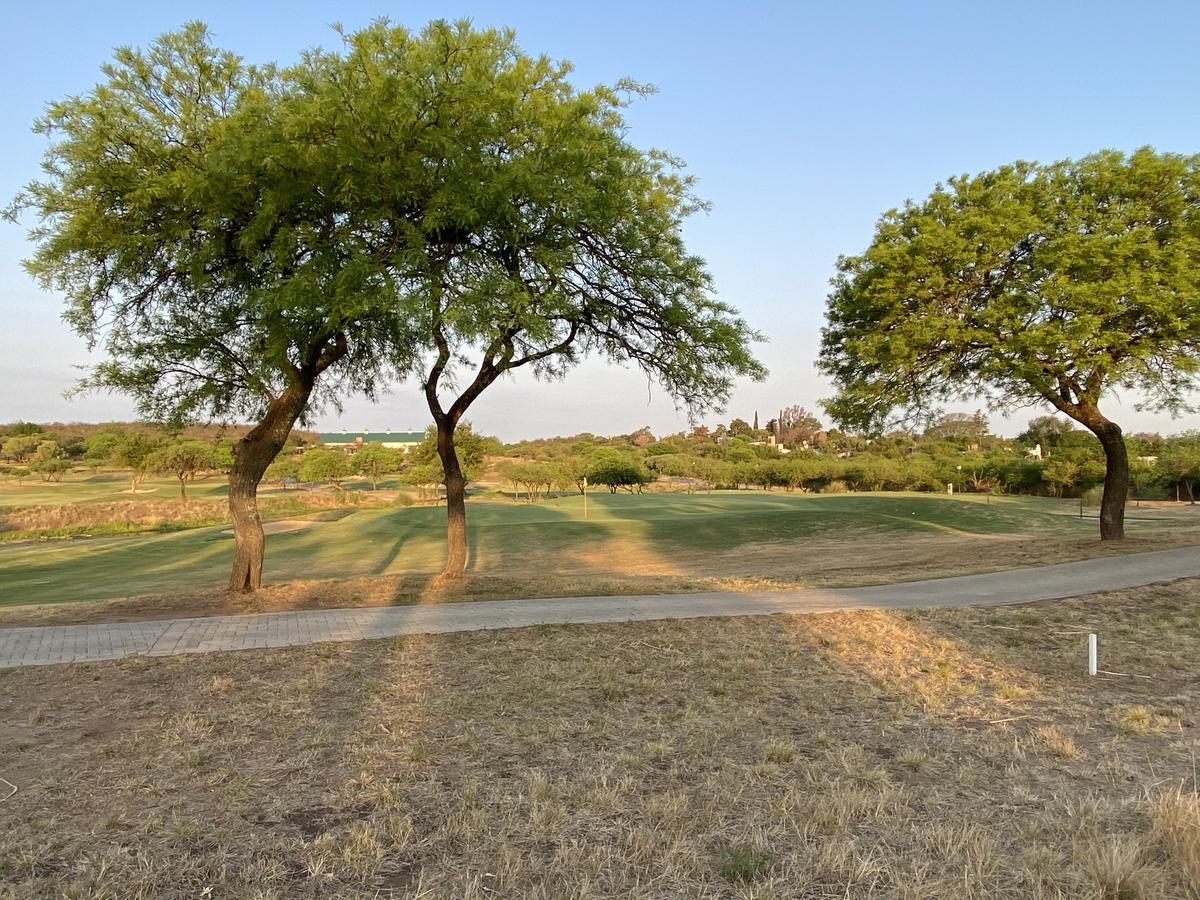 Foto Terreno en Venta en  Estancia El Terrón,  Mendiolaza  La Perlita del Terron - Estancia El Terron - Fondo Golf Hoyo 1 - Excelente Orientación