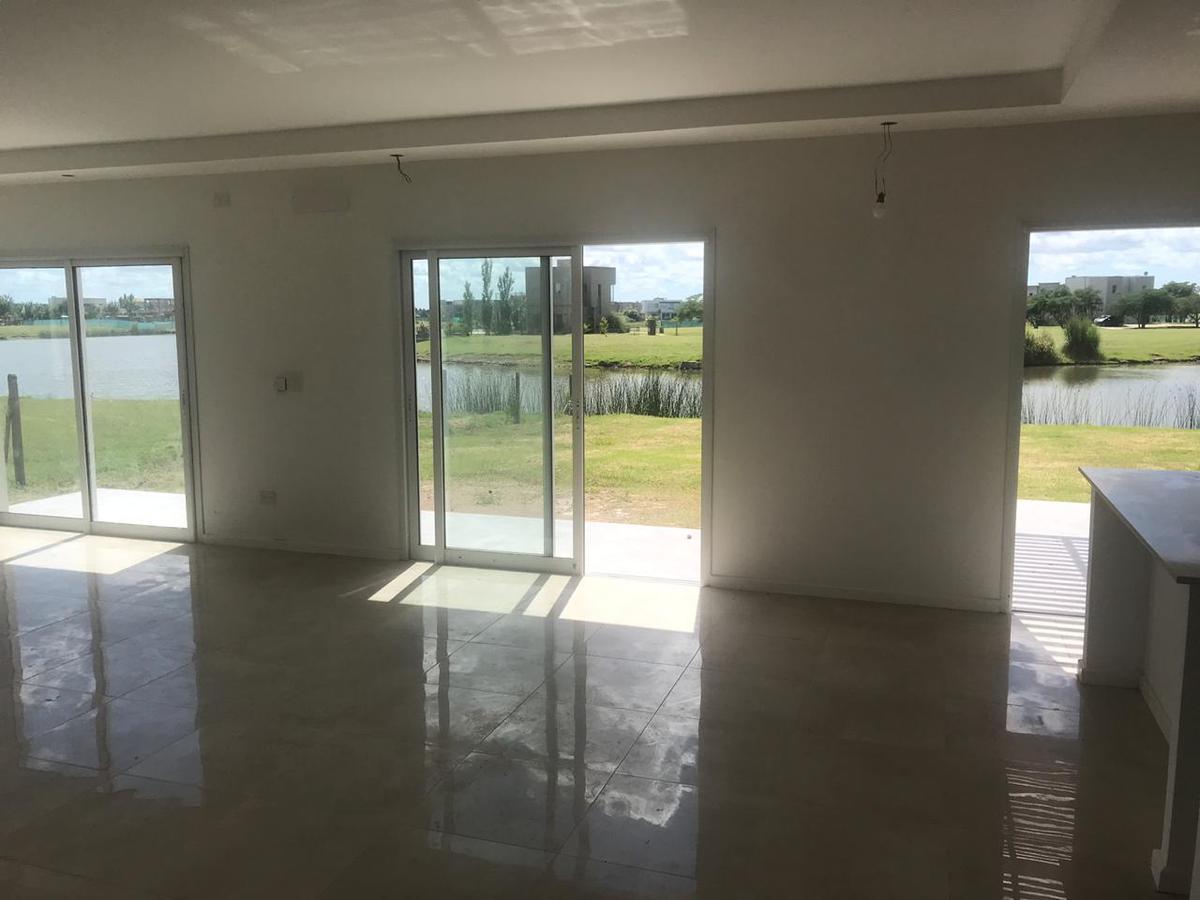 Foto Casa en Venta en  El Canton - Islas,  Countries/B.Cerrado  Libertad al 300