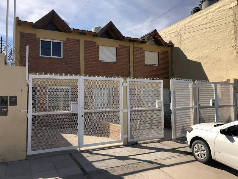 Foto Casa en Alquiler en  Mariano Moreno,  Capital  Ramos Mejia al 1200