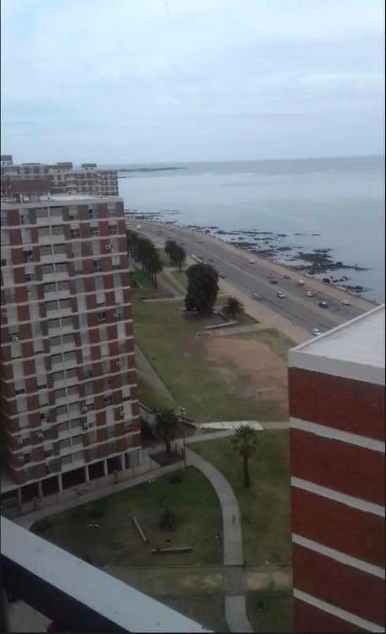 Foto Apartamento en Alquiler en  Barrio Sur ,  Montevideo  Rambla y Paraguay - Piso Alto - 2 dorm