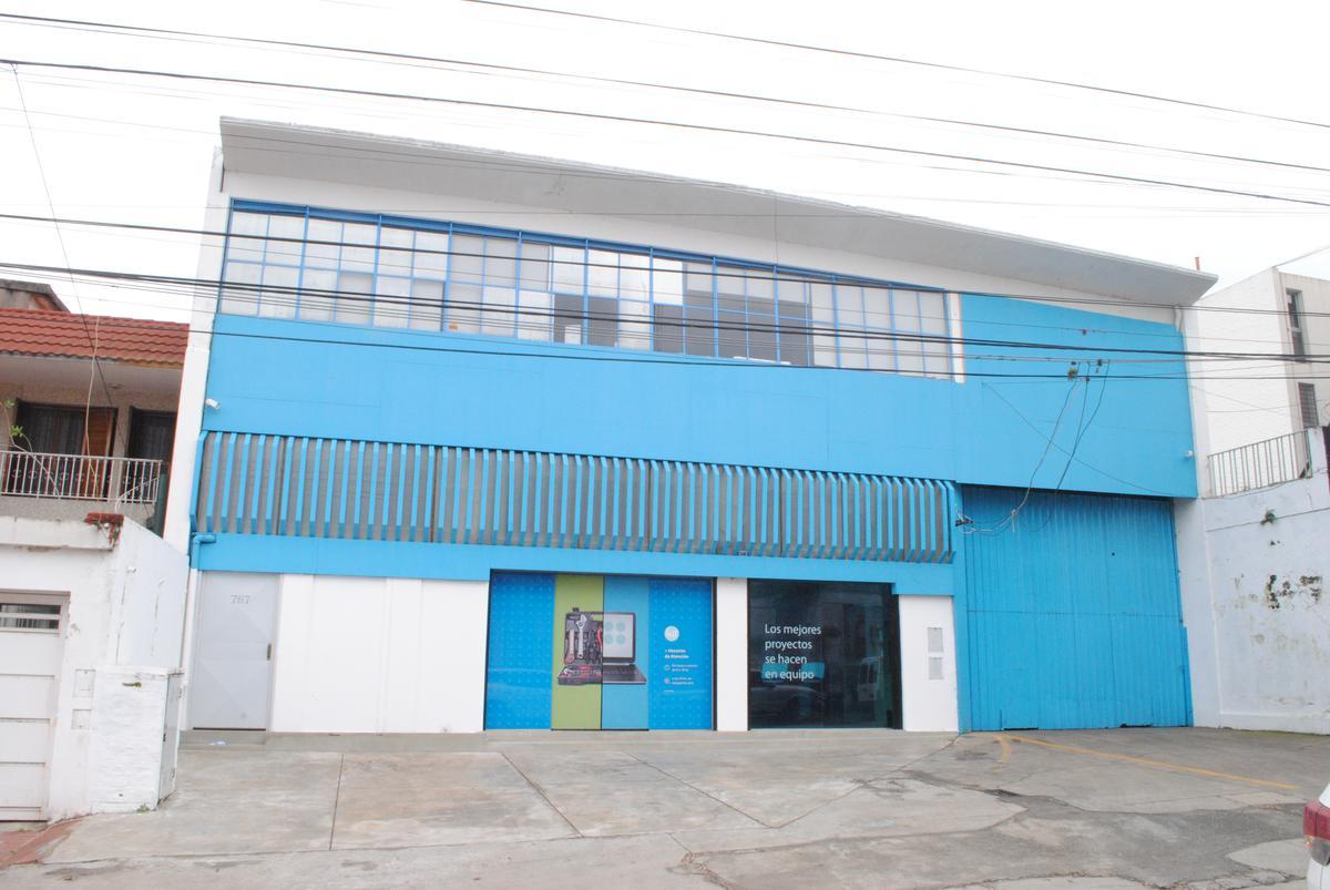 Foto Galpón en Alquiler en  Alberdi,  Rosario  J. HERNANDEZ al 700