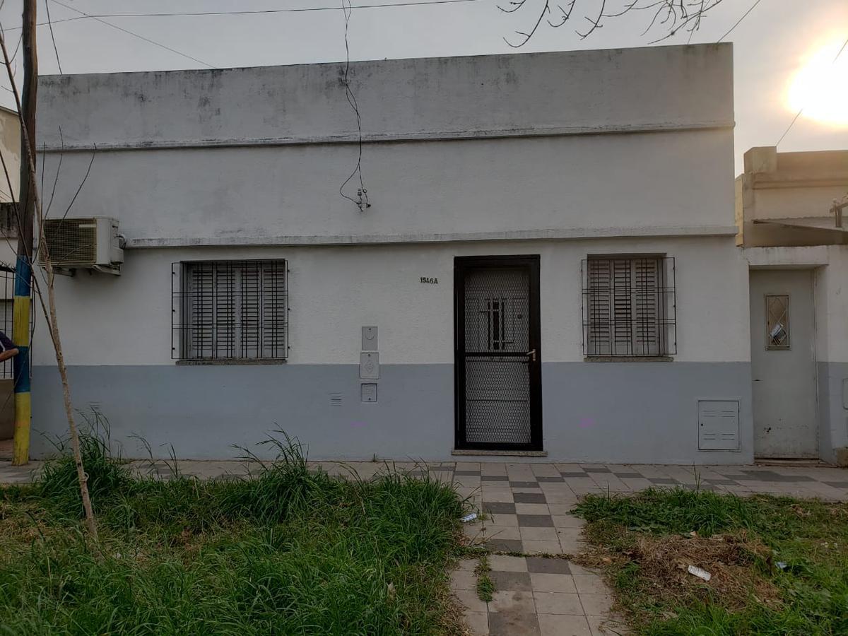 Foto Casa en Venta en  Belgrano,  Rosario  PERU al 1500
