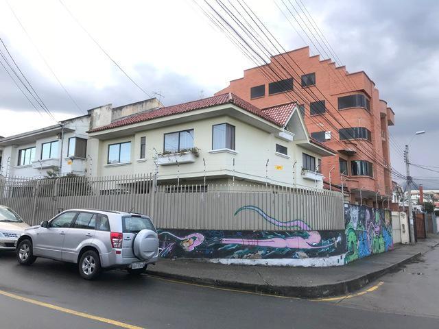 Foto Casa en Venta en  Cuenca ,  Azuay  Casa sector comercial y residencial sector Parque la Paz $295.000dlrs.