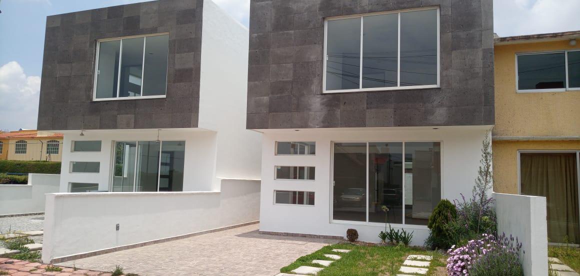 Foto Casa en condominio en Venta en  Santiaguito,  Metepec  CASA EN VENTA NUEVA DENTRO DE FRACCIONAMIENTO EN PASEO SAN ISIDRO METEPEC EDO DE MÉXICO, CON SALIDA RÁPIDA A SANTA FE
