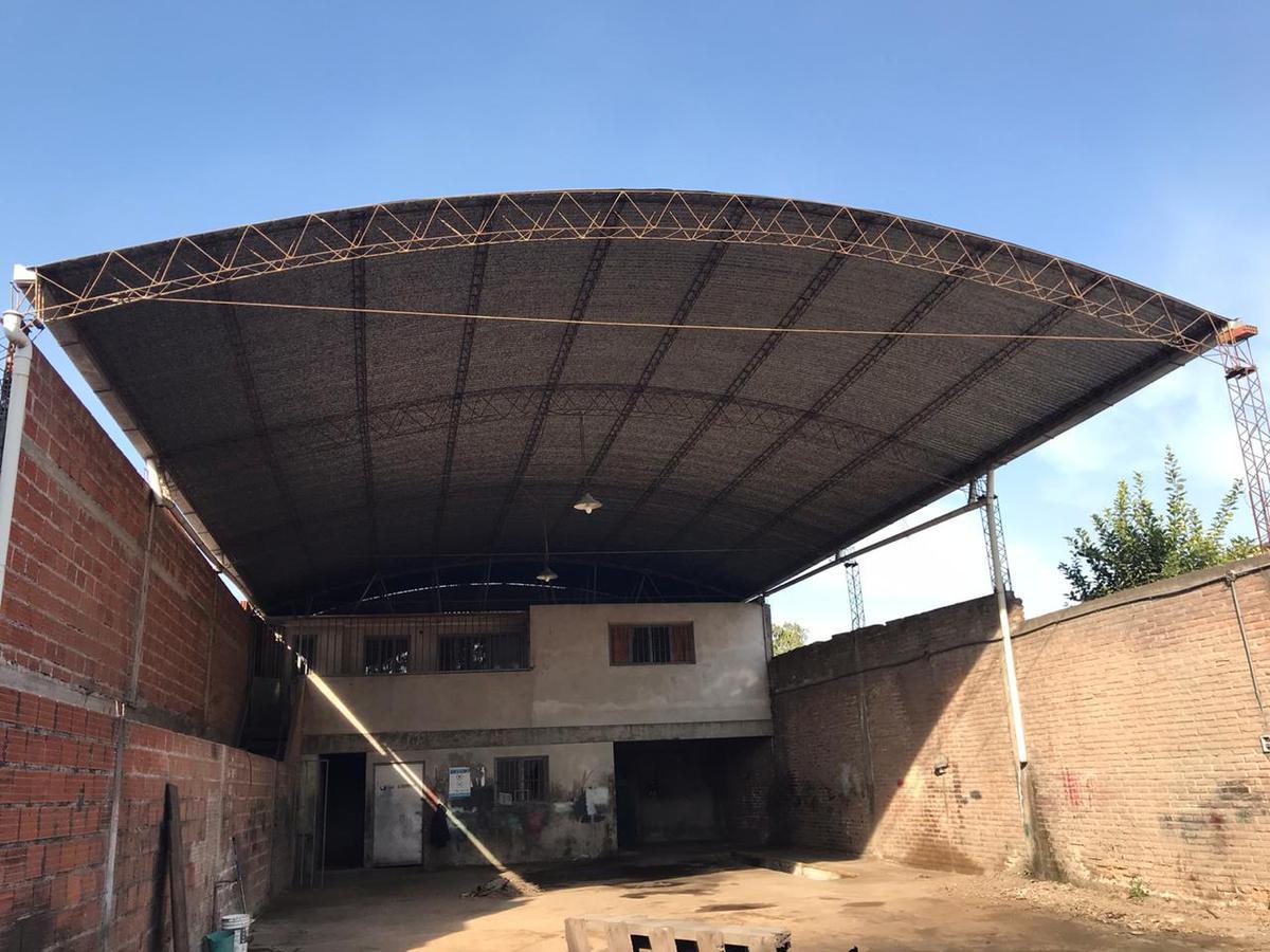 Foto Local en Alquiler en  Alberdi,  San Miguel De Tucumán  silvano bores al 400