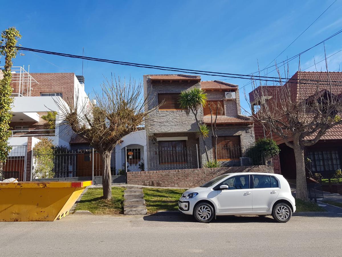 Foto Casa en Alquiler en  Área Centro Este ,  Capital  La Rioja al 1100