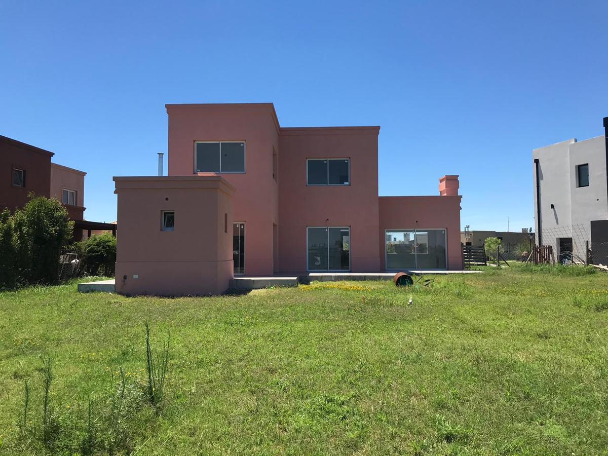 OPORTUNIDAD - Casa con lote a la laguna - Barrio cerrado San Gabriel
