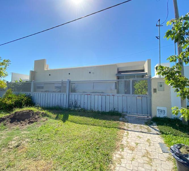 Foto Casa en Venta en  Roldán ,  Santa Fe  Canales  900