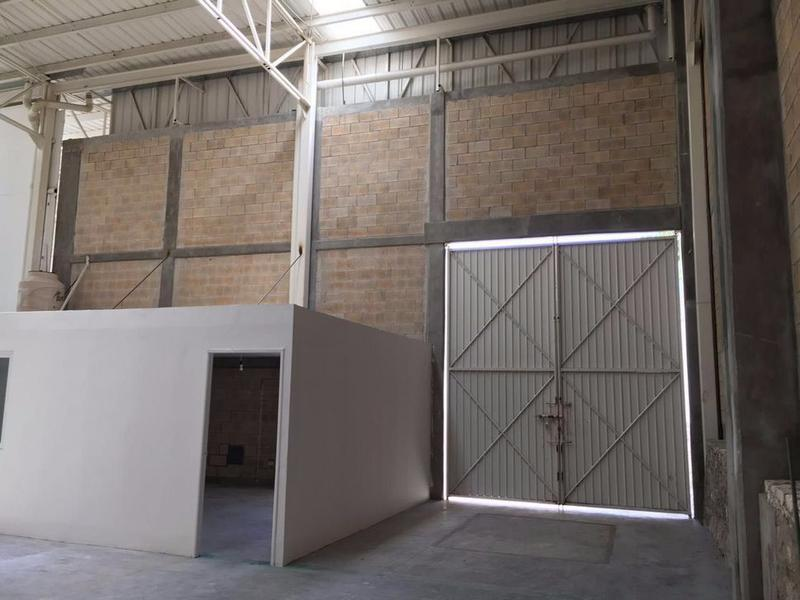Foto Bodega Industrial en Renta en  Alfredo V Bonfil,  Cancún  BODEGA EN RENTA EN CANCUN AV. LUIS DONALDO  1760 M2