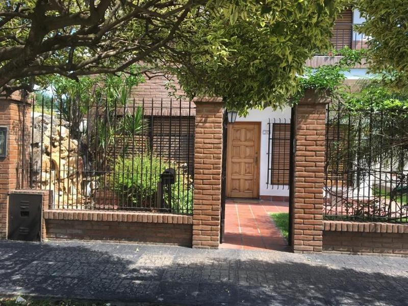 Foto Casa en Venta en  Ituzaingó ,  G.B.A. Zona Oeste  La Refalosa 71