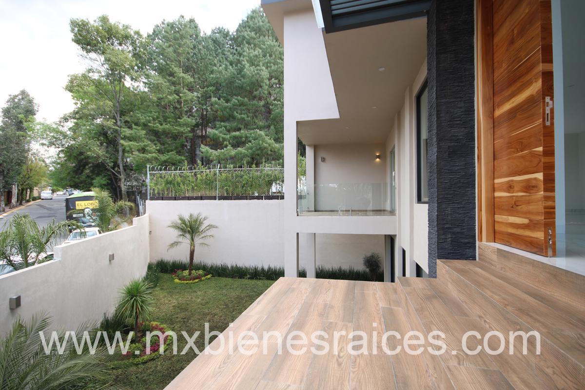 Foto Casa en Venta en  Lomas de las Palmas,  Huixquilucan  Fuente de carretones
