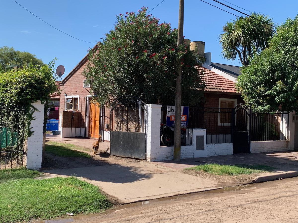 Foto Casa en Venta en  Villa Cañas,  General Lopez  Calle 46 bis Nº al 700