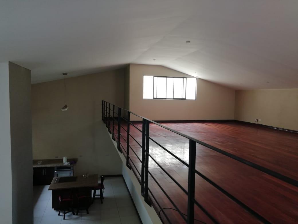 Foto Casa en Venta en  San Rafael,  Escazu  Casa independiente con jardín / 370 m2 de terreno