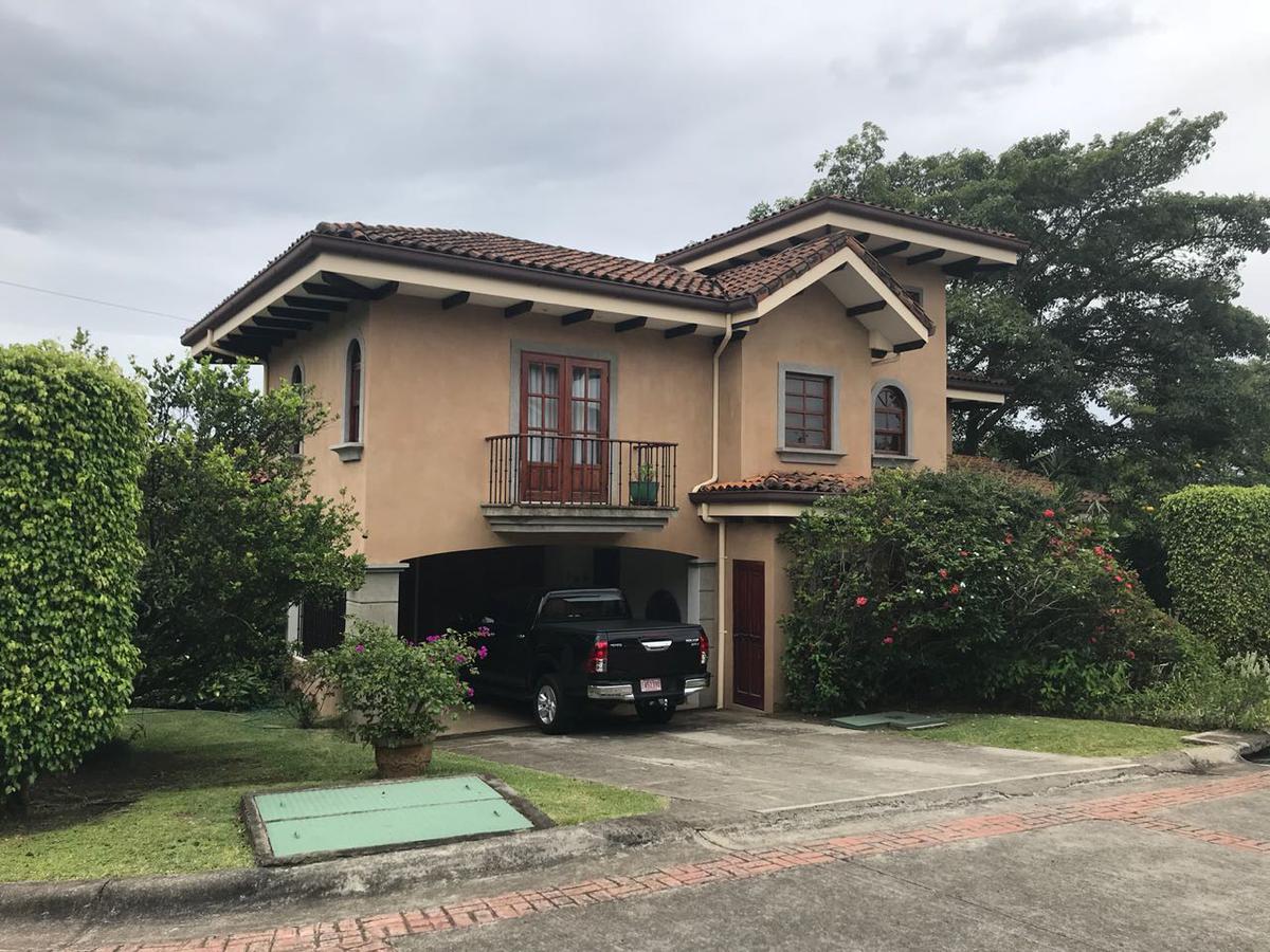 Foto Casa en condominio en Venta | Renta en  San Rafael,  Escazu  Jaboncillo / Terreno 611 m2 / 4 estacionamientos / 9 casas en una hectárea