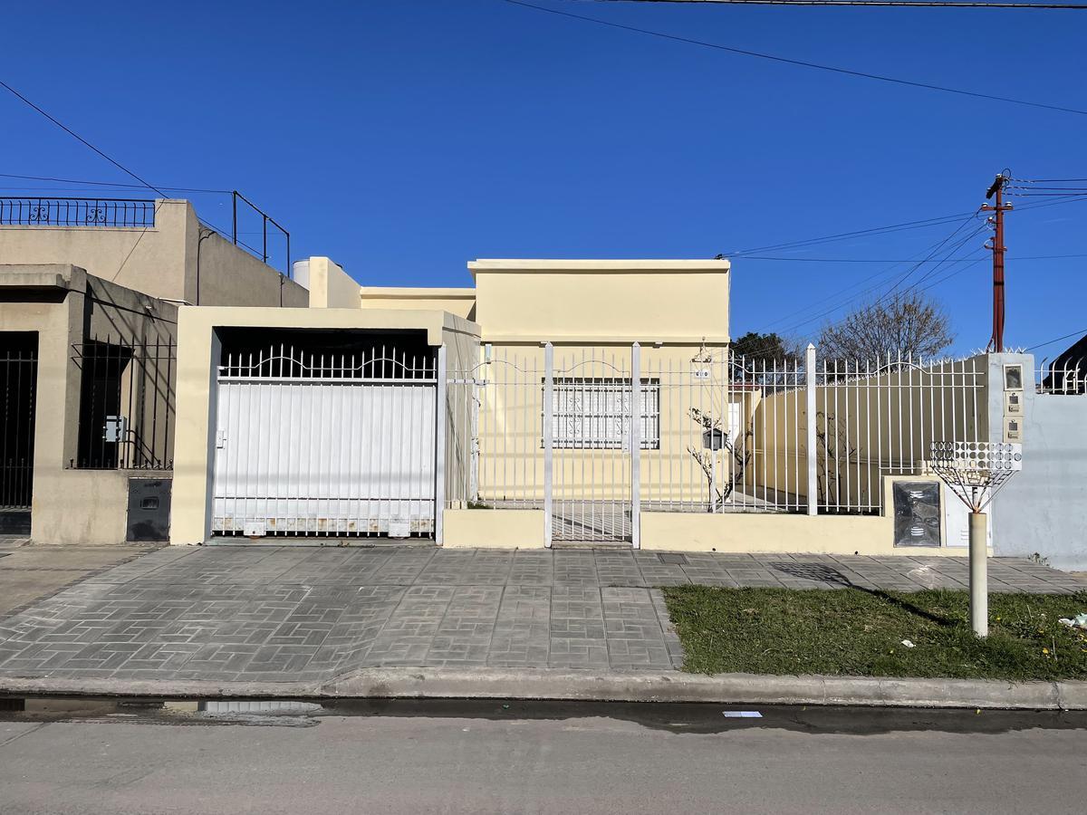 Foto Casa en Venta en  Bernal Oeste,  Quilmes  Calle 163 nº 630 entre Cerrito y Zeballos