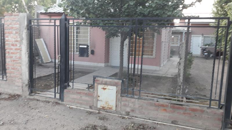 Foto Casa en Alquiler en  Villa Regina,  General Roca  CASA 1 DORMITORIO