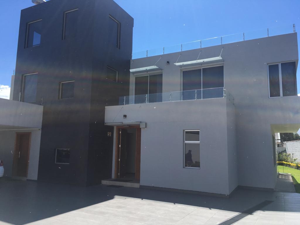 Foto Casa en Venta | Alquiler en  Tumbaco,  Quito  VENTA CASA 491,31m2, LA CERÁMICA, TUMBACO