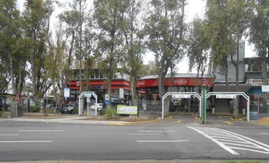 Foto Local en Alquiler en  Barrio Parque Leloir,  Ituzaingo  pte. peron  al 9400